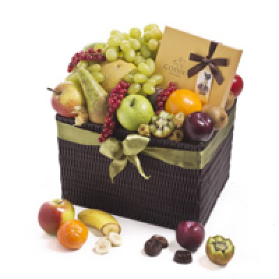 cado1162_seasonal-deluxe-classic-fruit-hamper-chocolates