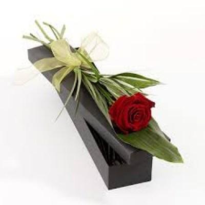 Как красиво оформить одну розу в подарок 89